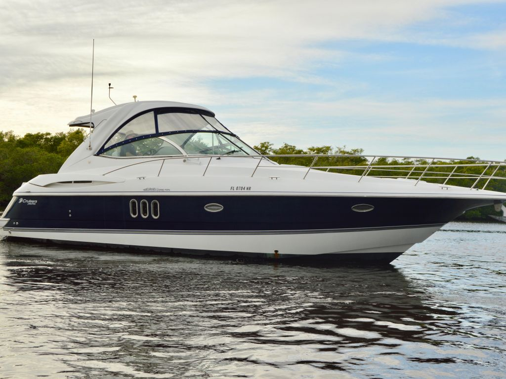 2008 Cruisers Yachts boat for sale, model of the boat is 420 Express & Image # 10 of 49