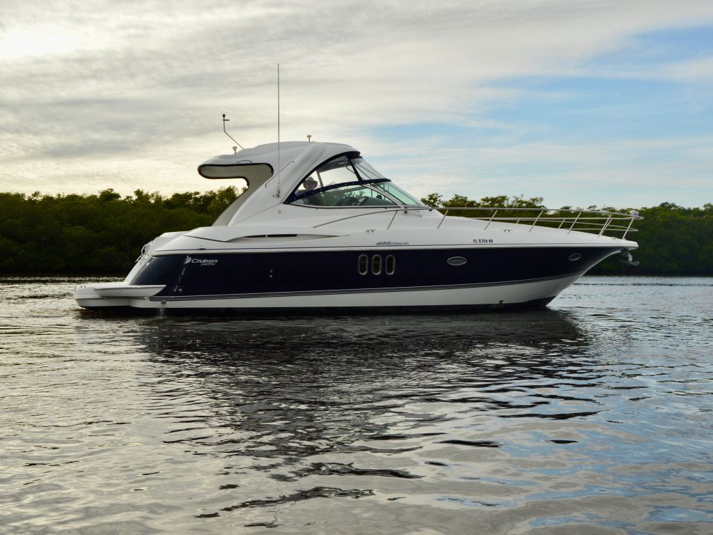 2008 Cruisers Yachts boat for sale, model of the boat is 420 Express & Image # 6 of 49