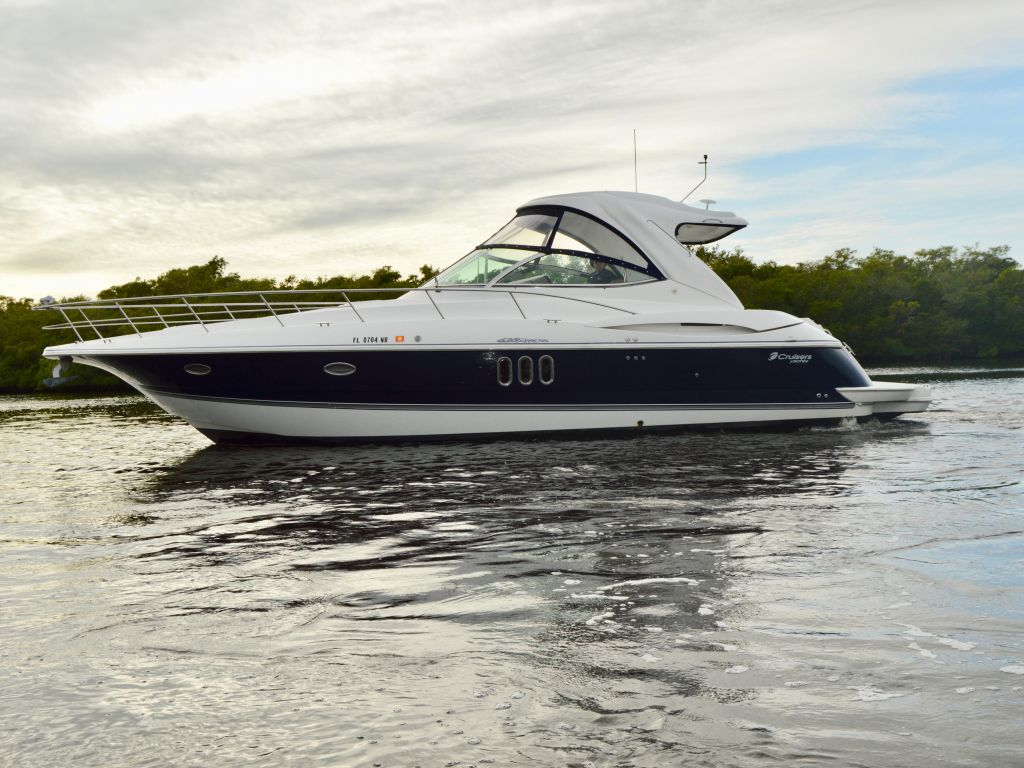 2008 Cruisers Yachts boat for sale, model of the boat is 420 Express & Image # 15 of 49