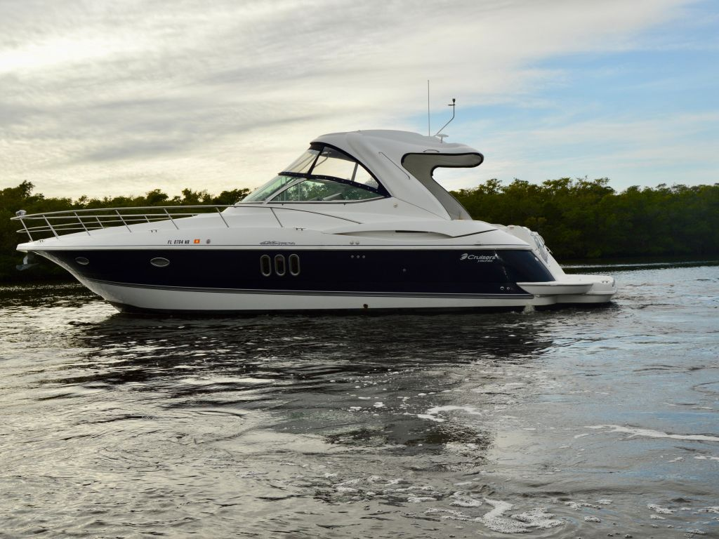 2008 Cruisers Yachts boat for sale, model of the boat is 420 Express & Image # 2 of 49