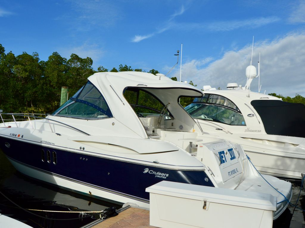2008 Cruisers Yachts boat for sale, model of the boat is 420 Express & Image # 18 of 49