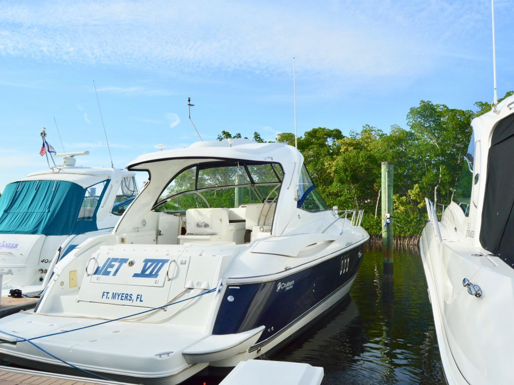 2008 Cruisers Yachts boat for sale, model of the boat is 420 Express & Image # 19 of 49