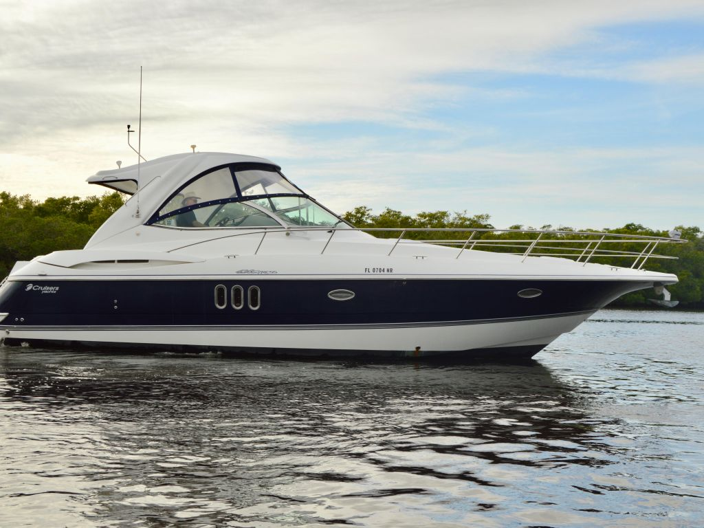2008 Cruisers Yachts boat for sale, model of the boat is 420 Express & Image # 9 of 49