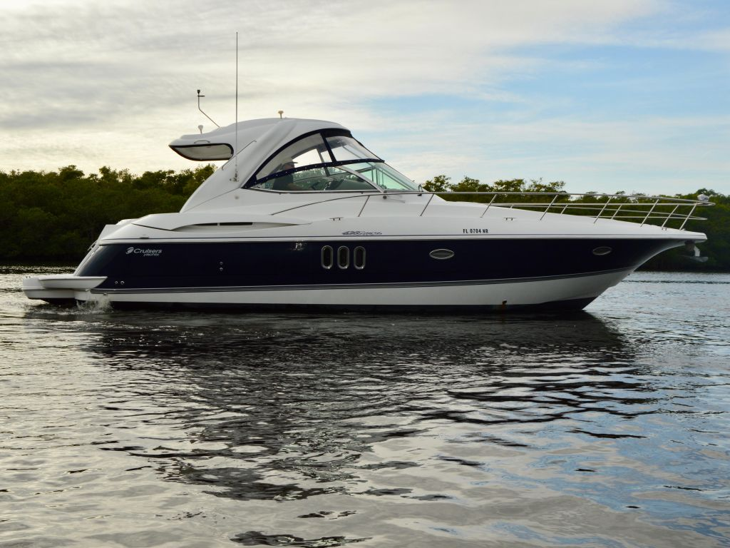 2008 Cruisers Yachts boat for sale, model of the boat is 420 Express & Image # 8 of 49