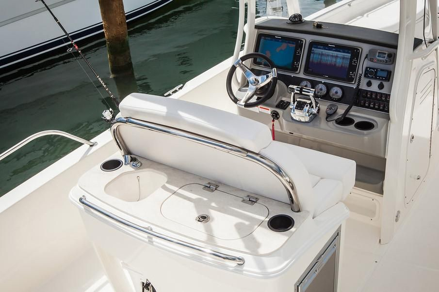 2019 Boston Whaler boat for sale, model of the boat is 270 Dauntless & Image # 4 of 47