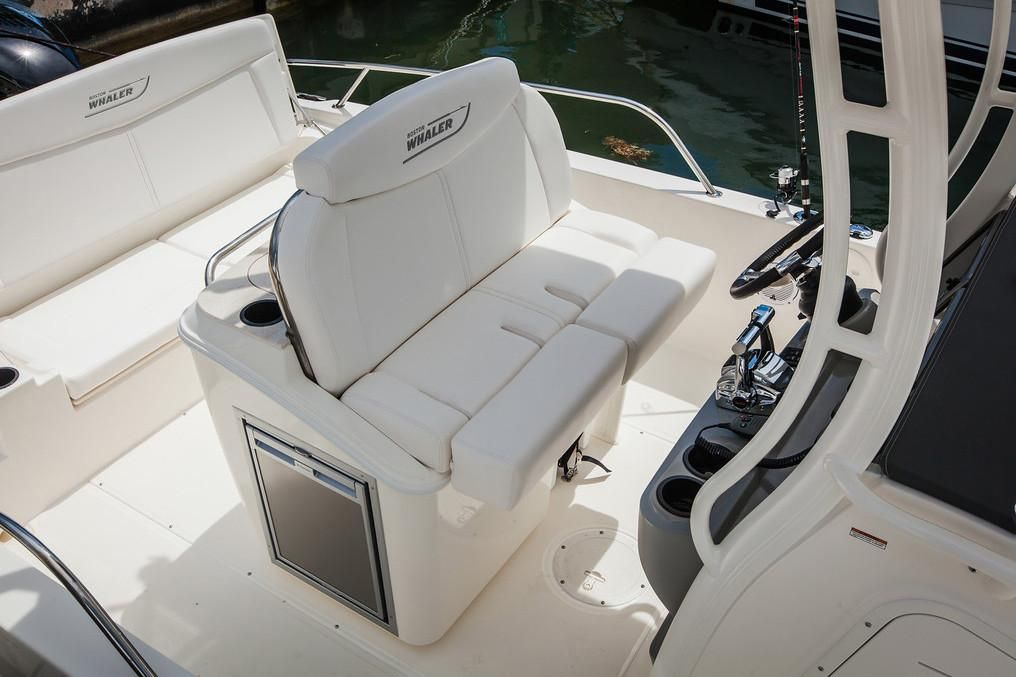 2019 Boston Whaler boat for sale, model of the boat is 270 Dauntless & Image # 5 of 47
