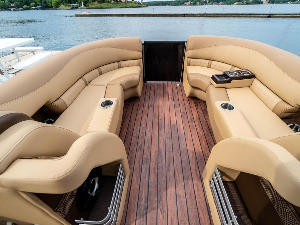 2019 Harris boat for sale, model of the boat is Grand Mariner 250 & Image # 24 of 28