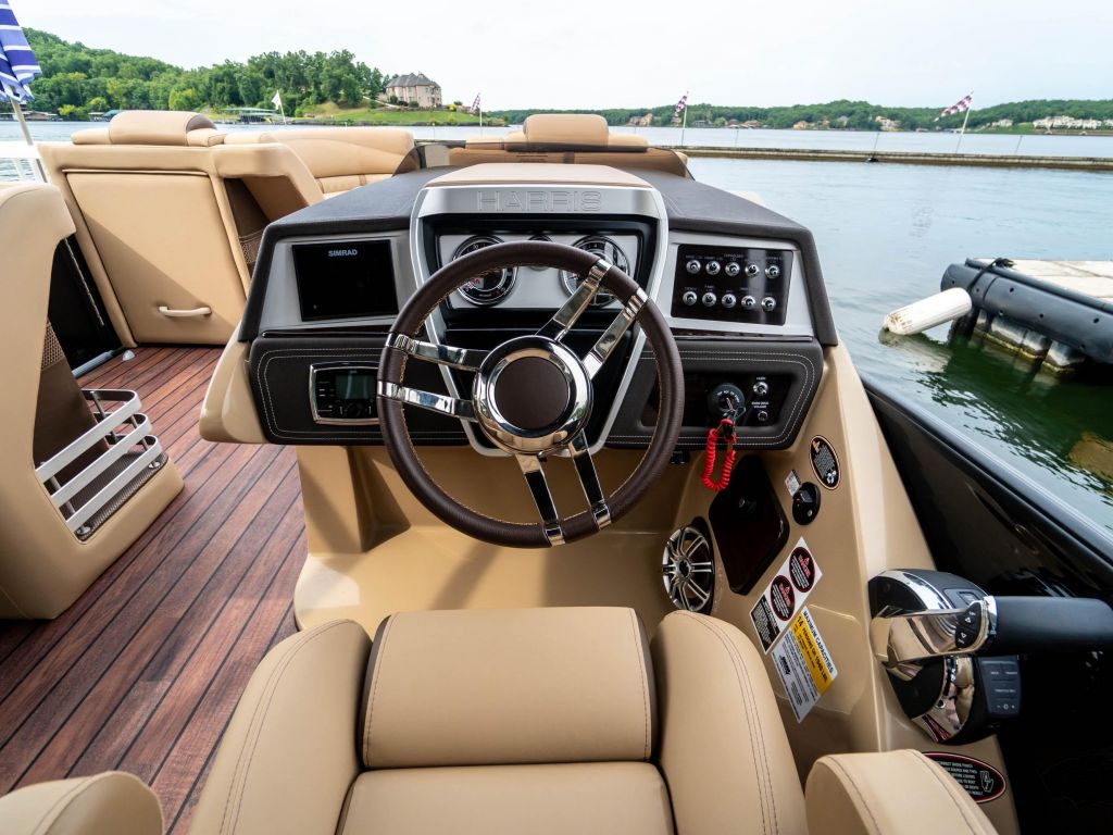 2019 Harris boat for sale, model of the boat is Grand Mariner 250 & Image # 19 of 28