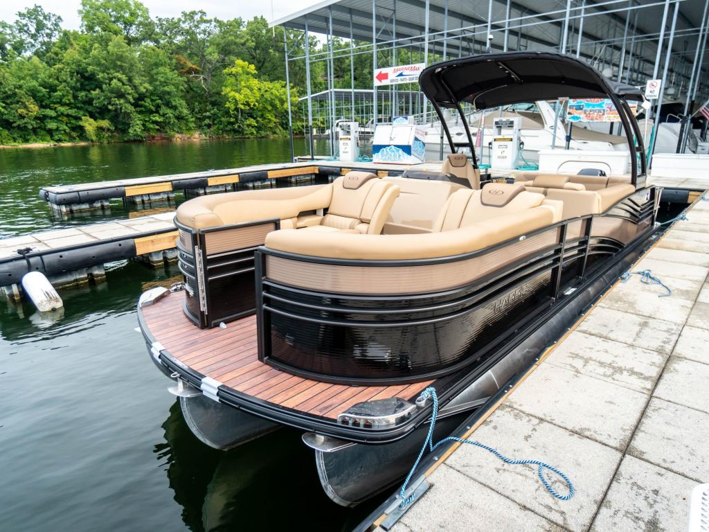 2019 Harris boat for sale, model of the boat is Grand Mariner 250 & Image # 7 of 28