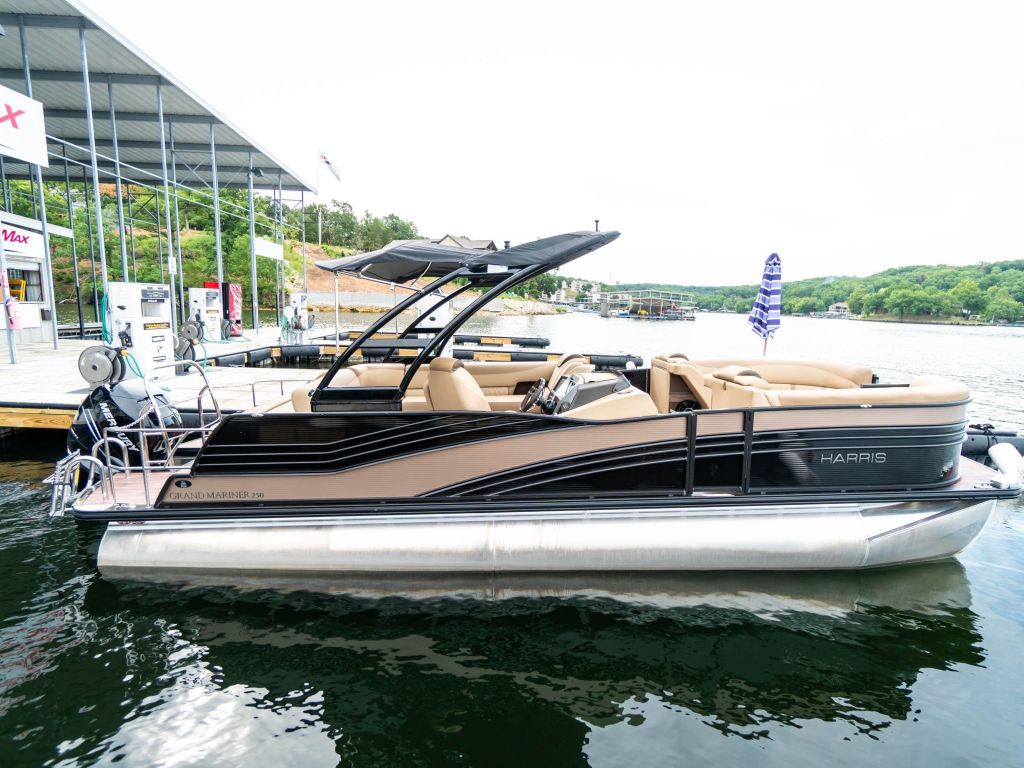 2019 Harris boat for sale, model of the boat is Grand Mariner 250 & Image # 1 of 28