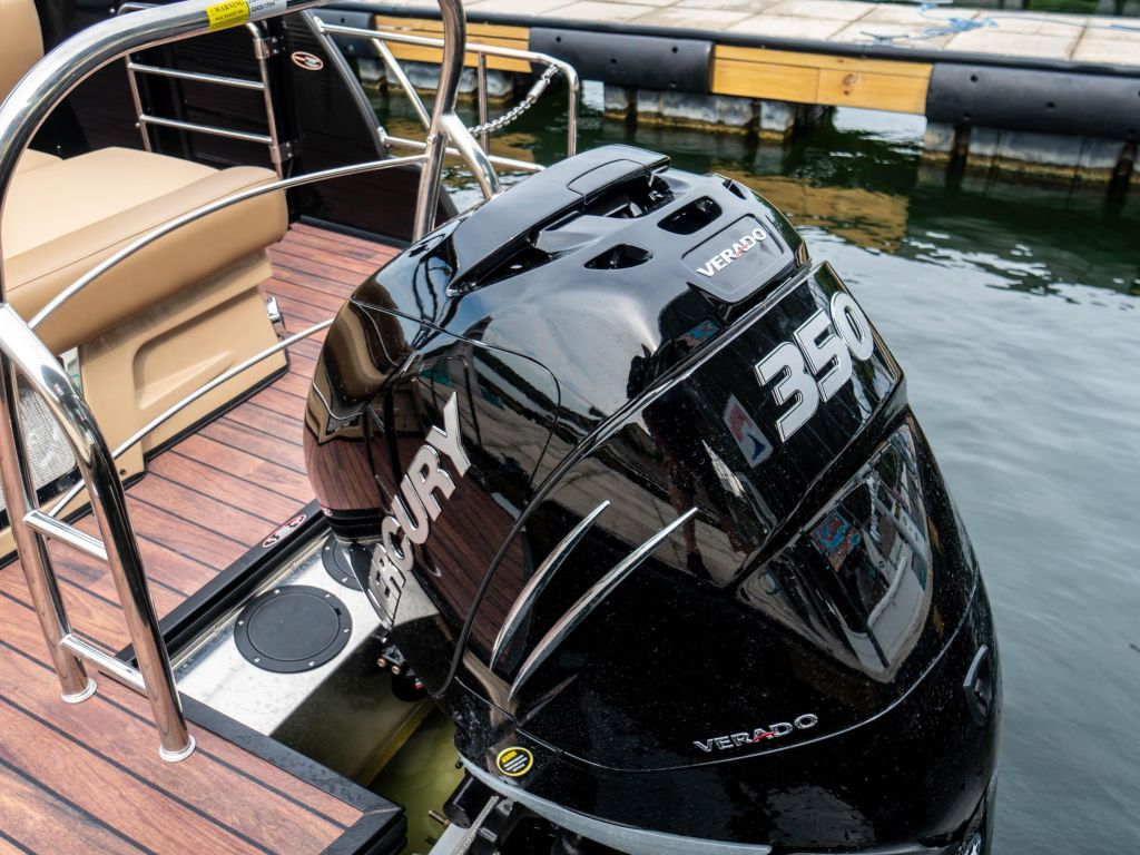 2019 Harris boat for sale, model of the boat is Grand Mariner 250 & Image # 10 of 28