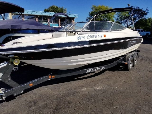 2011 Larson boat for sale, model of the boat is 226 SENZA & Image # 1 of 19