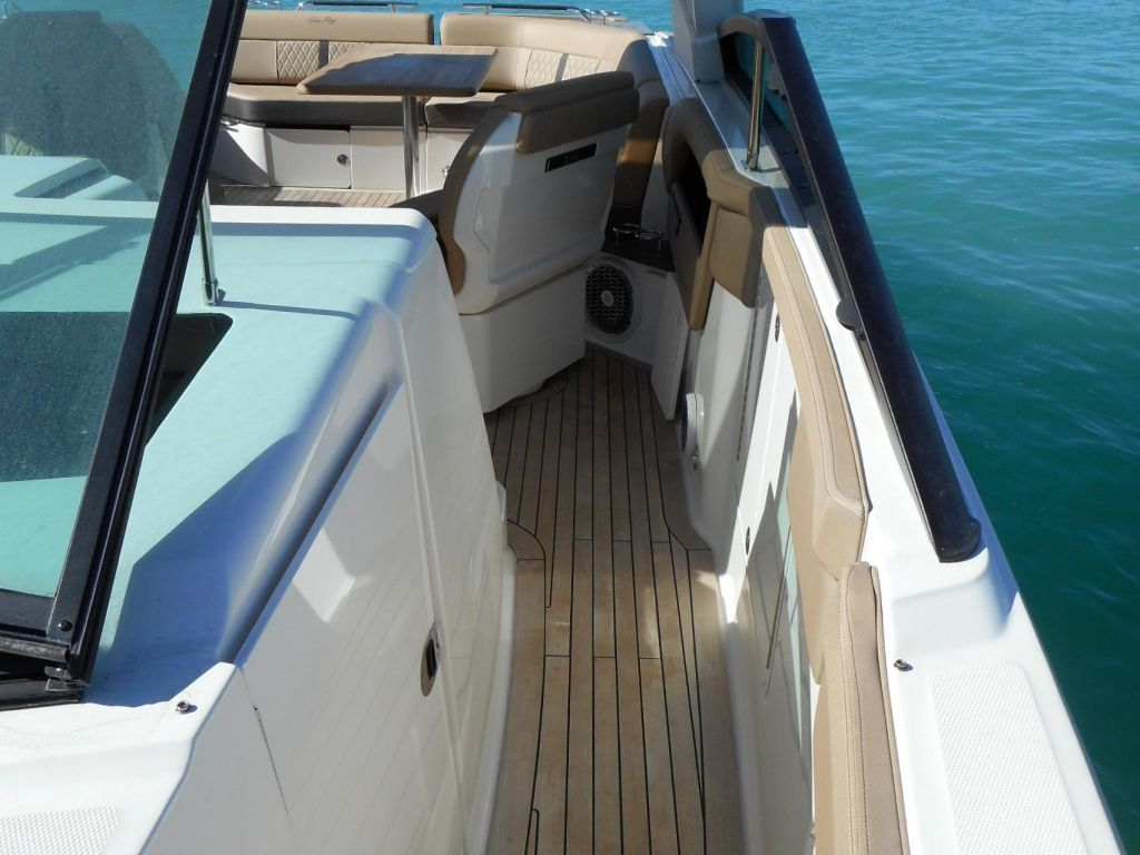 2018 Sea Ray boat for sale, model of the boat is 400 SLX & Image # 27 of 53