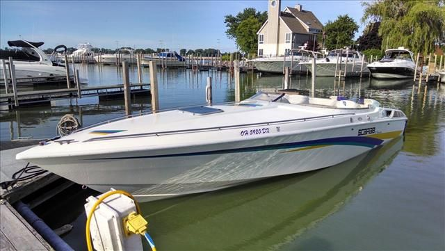 For Sale: 1995 Wellcraft Thunder 31 31ft<br/>Hutchinson's Boat Works