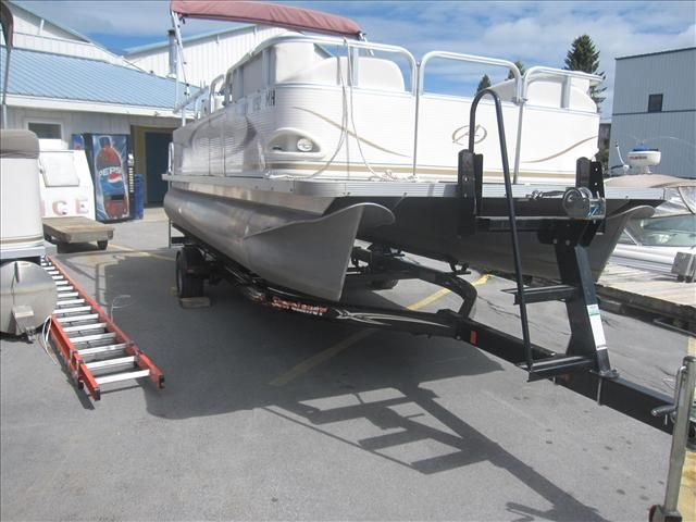 For Sale: 2009 Avalon 18' 18ft<br/>Hutchinson's Boat Works