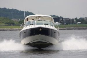 2005 CRUISERS YACHTS 400 EXPRESS for sale