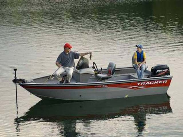 2008 Tracker Boats boat for sale, model of the boat is Pro Guide V-16 SC & Image # 2 of 8