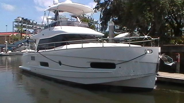 2013 Azimut boat for sale, model of the boat is Flybridge & Image # 2 of 12