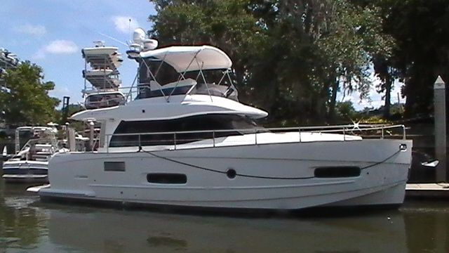 2013 Azimut boat for sale, model of the boat is Flybridge & Image # 1 of 12