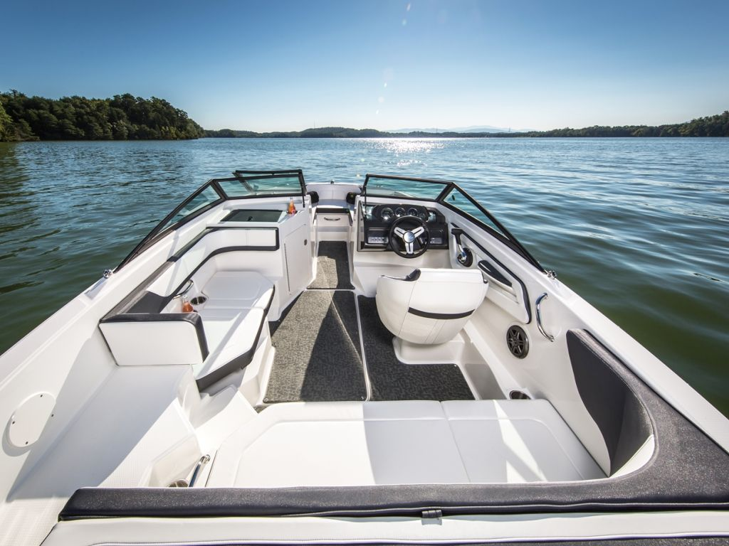 2017 Sea Ray boat for sale, model of the boat is SPX 190 & Image # 2 of 9