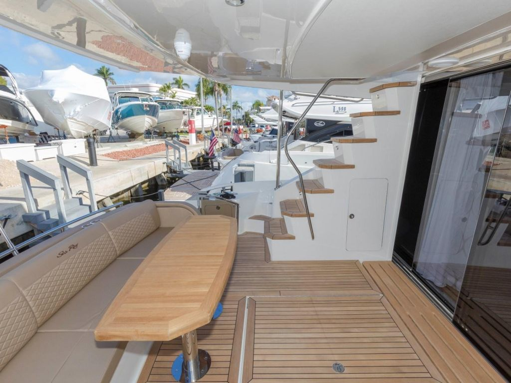 2018 Sea Ray boat for sale, model of the boat is L650 Fly & Image # 25 of 73