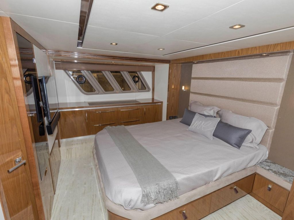2018 Sea Ray boat for sale, model of the boat is L650 Fly & Image # 58 of 73