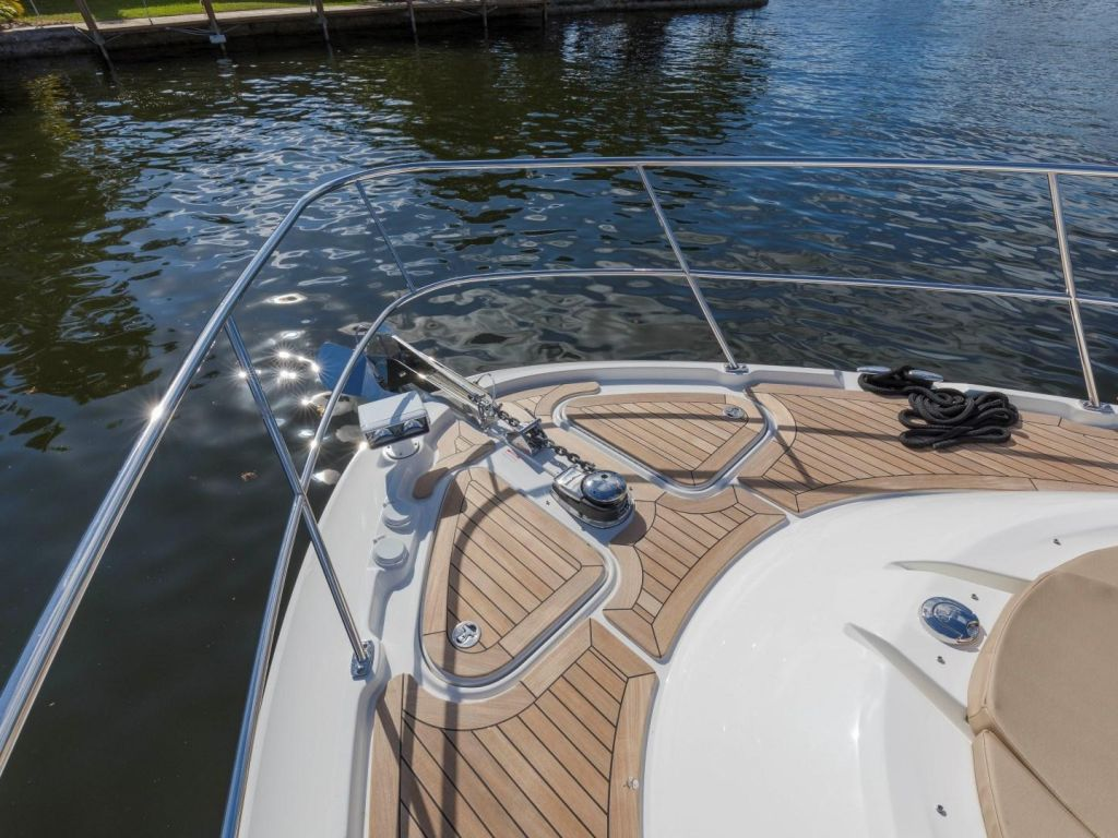 2018 Sea Ray boat for sale, model of the boat is L650 Fly & Image # 22 of 73