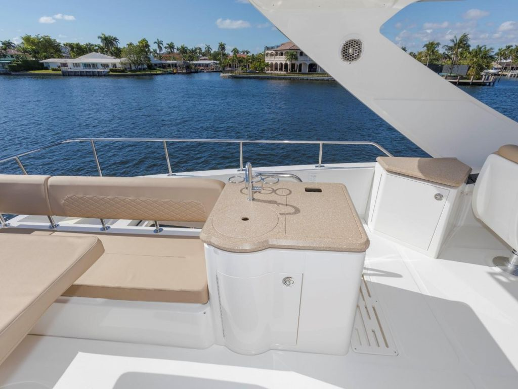 2018 Sea Ray boat for sale, model of the boat is L650 Fly & Image # 35 of 73