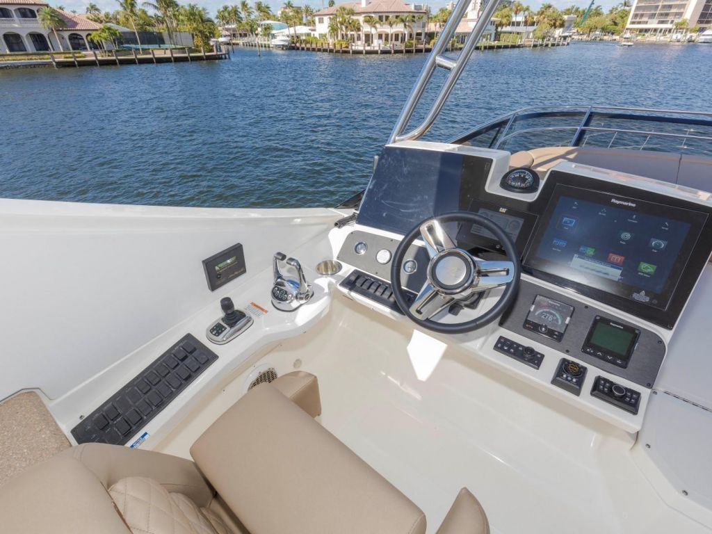 2018 Sea Ray boat for sale, model of the boat is L650 Fly & Image # 36 of 73