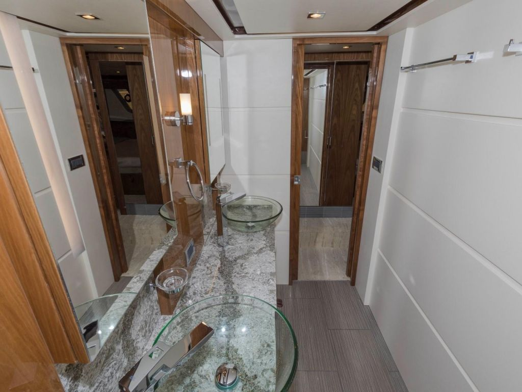 2018 Sea Ray boat for sale, model of the boat is L650 Fly & Image # 63 of 73