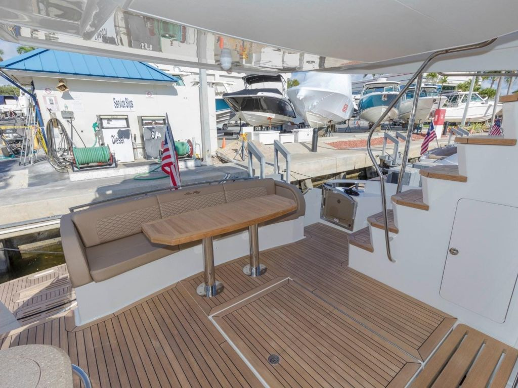 2018 Sea Ray boat for sale, model of the boat is L650 Fly & Image # 26 of 73