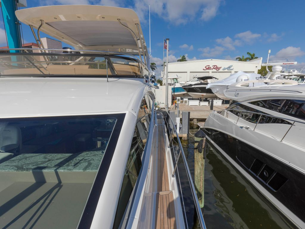 2018 Sea Ray boat for sale, model of the boat is L650 Fly & Image # 15 of 73