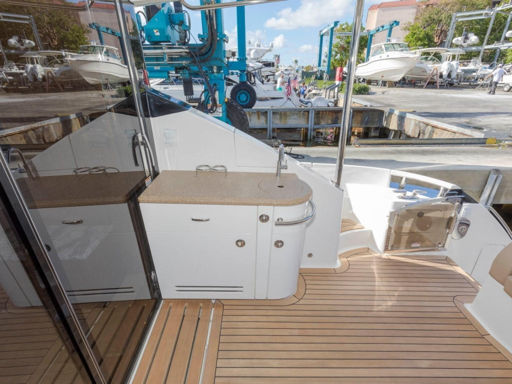 2018 Sea Ray boat for sale, model of the boat is L650 Fly & Image # 27 of 73