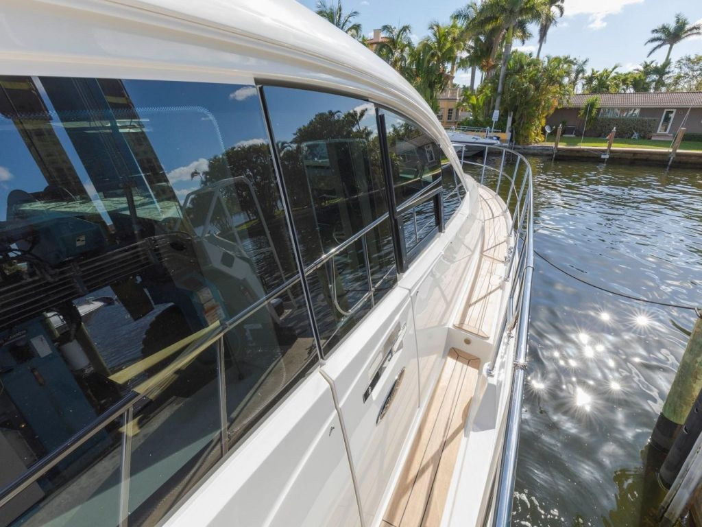 2018 Sea Ray boat for sale, model of the boat is L650 Fly & Image # 16 of 73