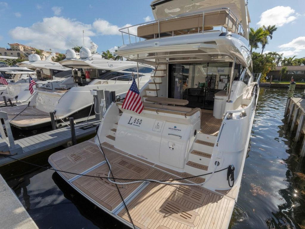 2018 Sea Ray boat for sale, model of the boat is L650 Fly & Image # 23 of 73