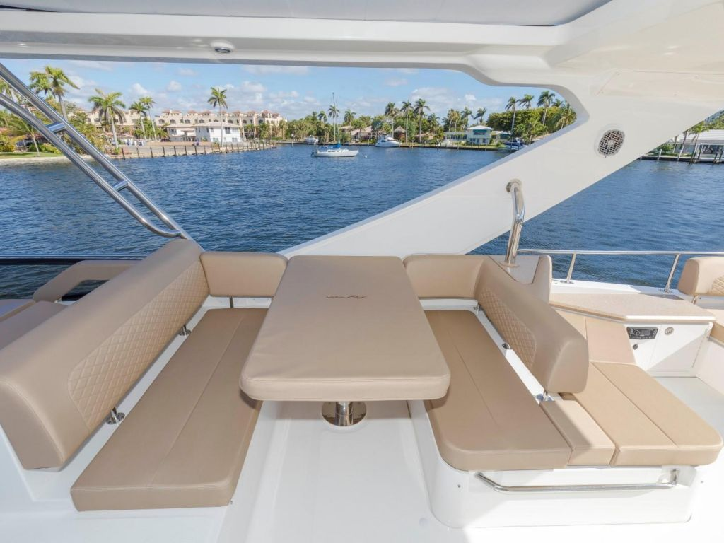 2018 Sea Ray boat for sale, model of the boat is L650 Fly & Image # 33 of 73