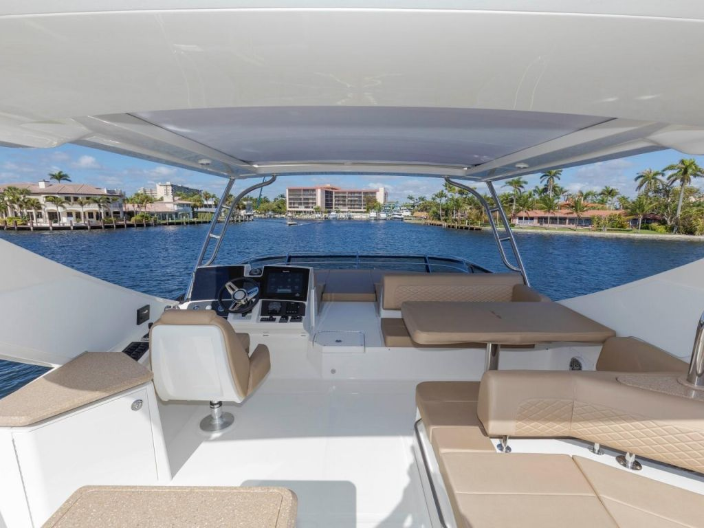 2018 Sea Ray boat for sale, model of the boat is L650 Fly & Image # 31 of 73
