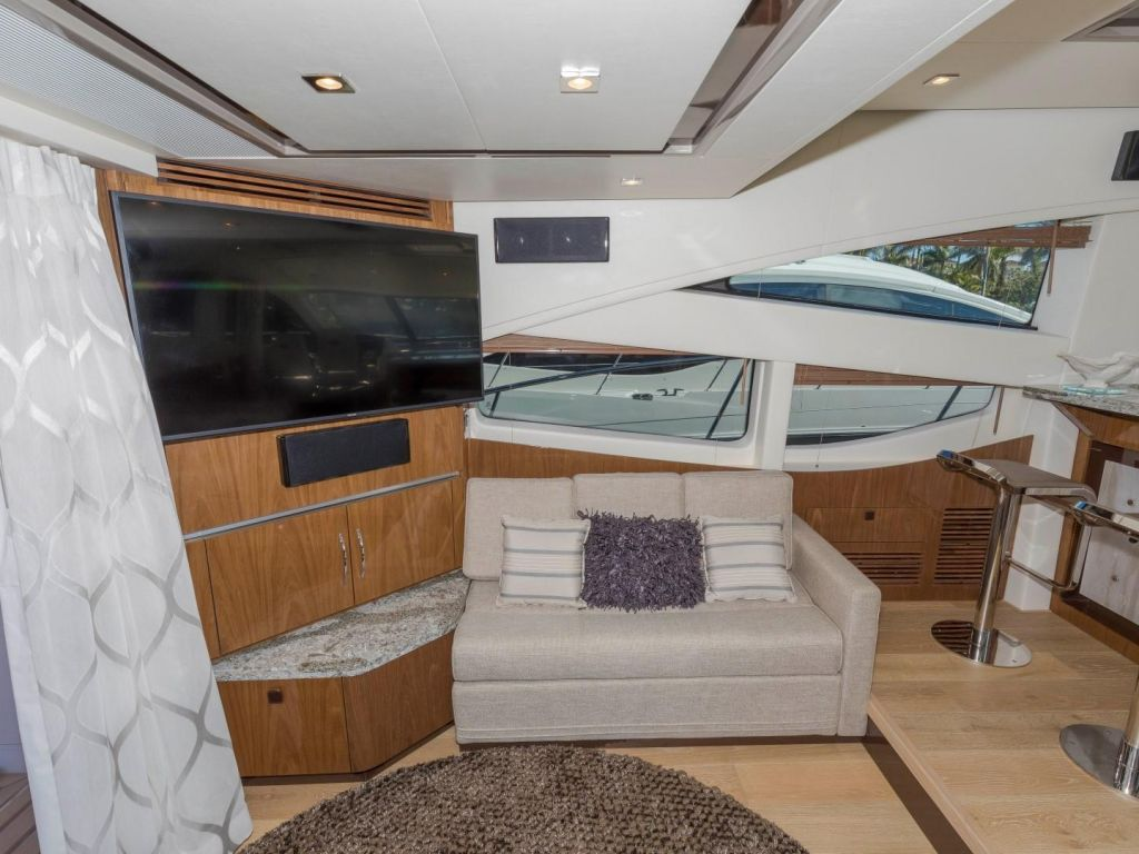 2018 Sea Ray boat for sale, model of the boat is L650 Fly & Image # 43 of 73