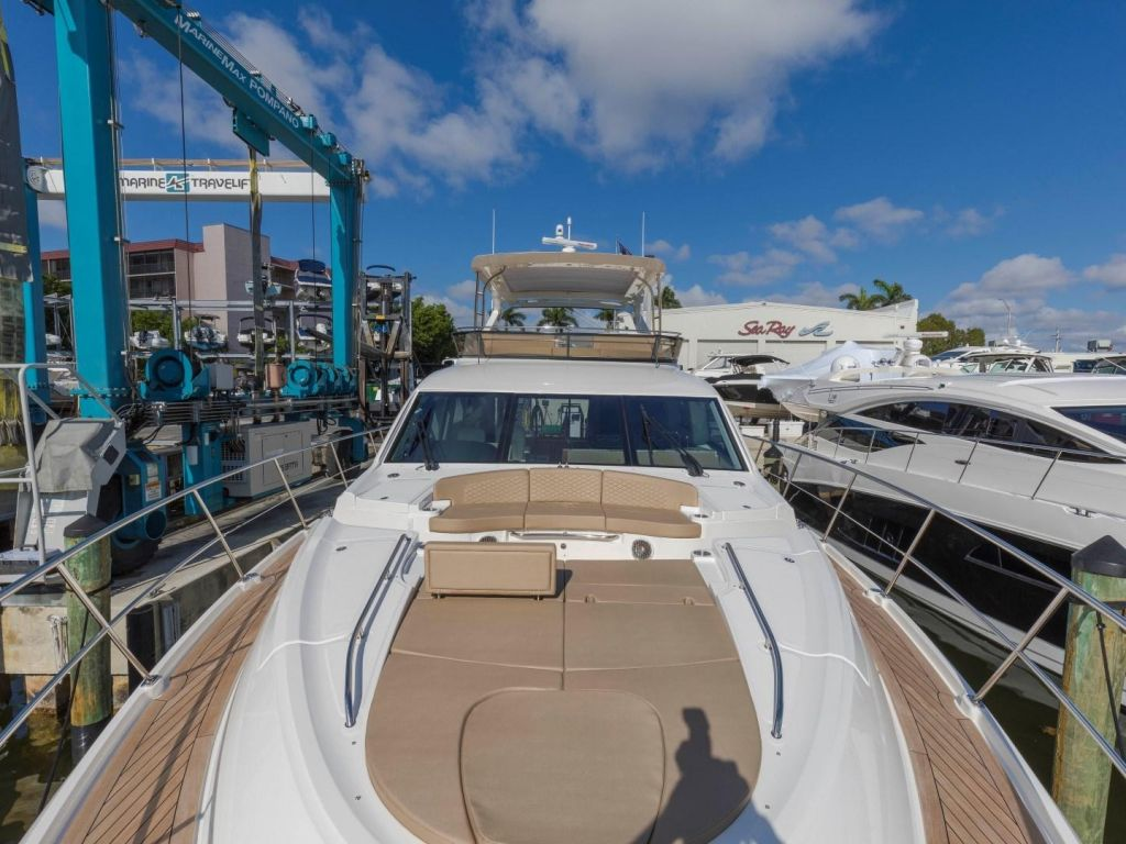 2018 Sea Ray boat for sale, model of the boat is L650 Fly & Image # 18 of 73