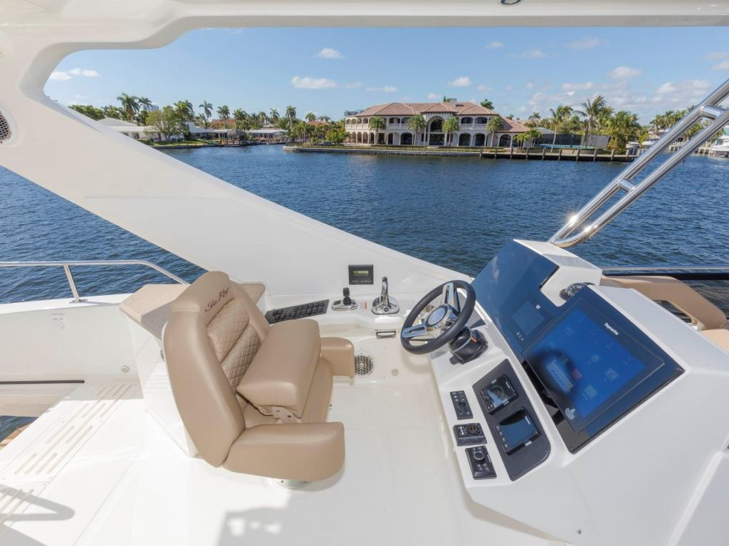 2018 Sea Ray boat for sale, model of the boat is L650 Fly & Image # 37 of 73