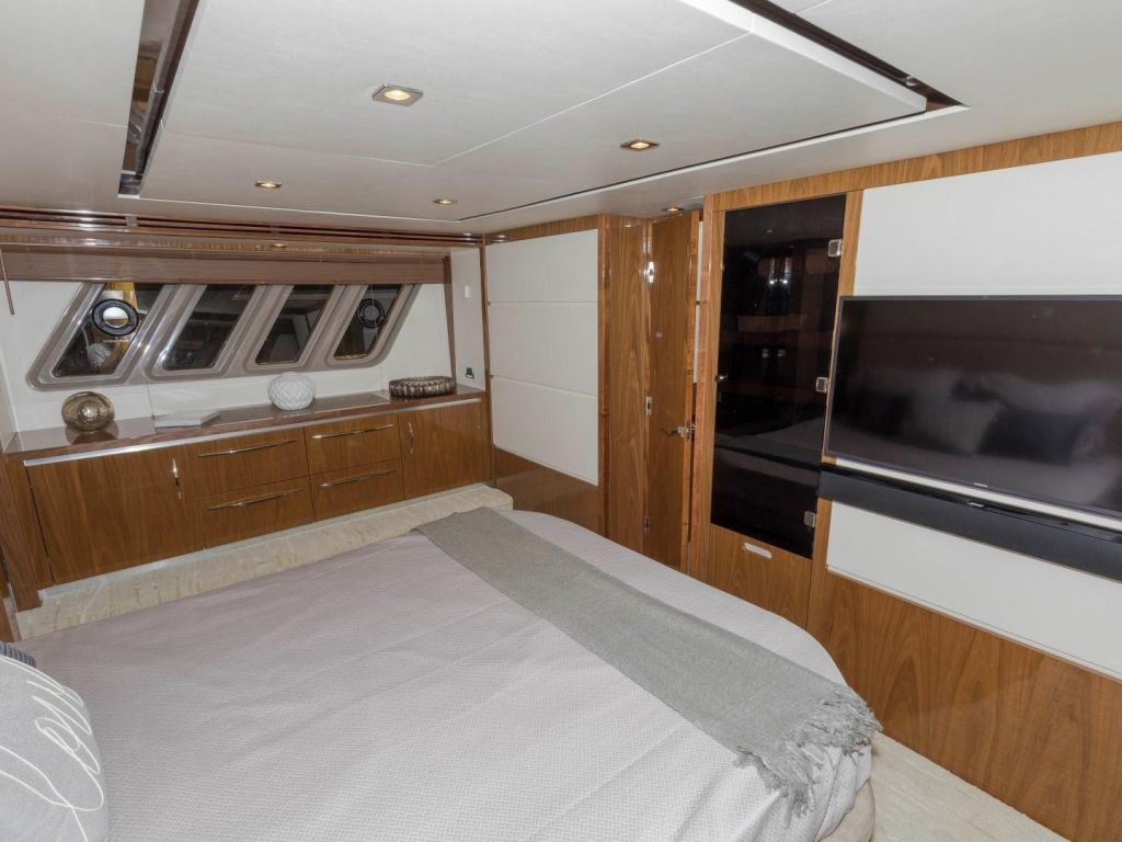 2018 Sea Ray boat for sale, model of the boat is L650 Fly & Image # 57 of 73