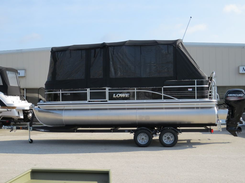 2017 Lowe boat for sale, model of the boat is SS210 Mercury 115HP Trailer Full Enclosure Tri-Toon & Image # 1 of 28