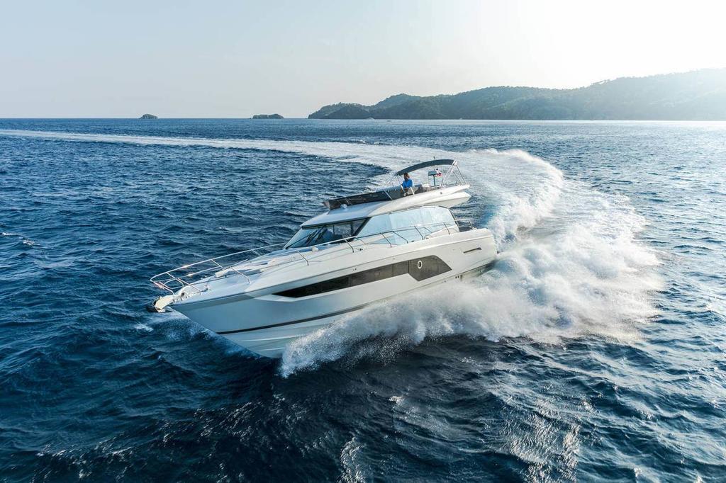 2020 Prestige Yachts 590