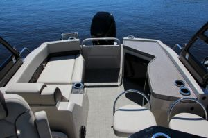 2017 Princecraft Vogue 27 SE Boat Test Photo