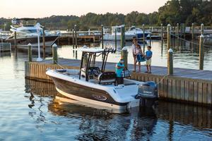 2020 Robalo 242 EXPLORER  Buyers Guide Photo