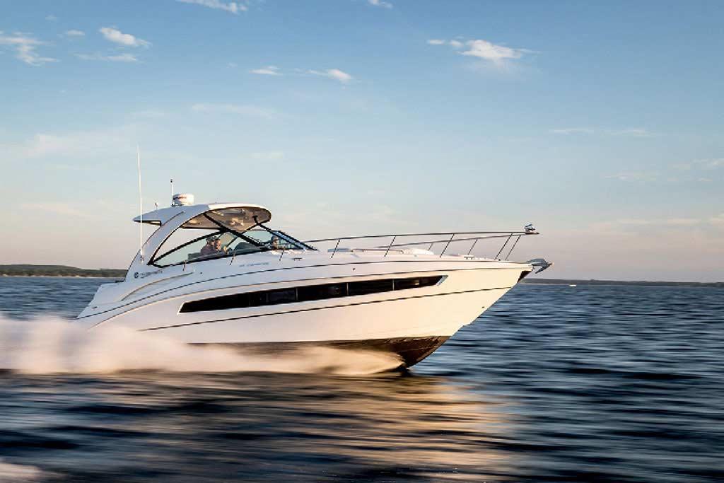 2020 Cruisers Yachts 38 EXPRESS