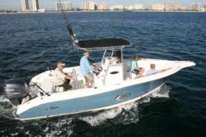 2010 Seaswirl 2305 Centre Console O/B Buyers Guide Photo