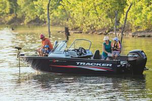 2019 Tracker Boats PRO GUIDE V-175 COMBO