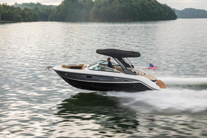 2019 Sea Ray SLX 250 Buyers Guide Photo