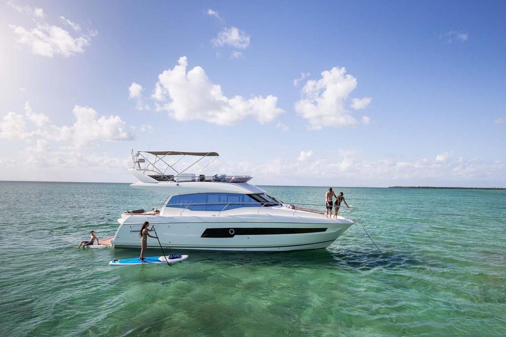 2019 Prestige Yachts 460